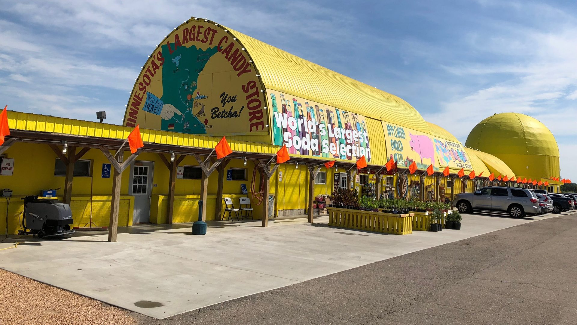 minnesotas-largest-candy-store-e1565563164535